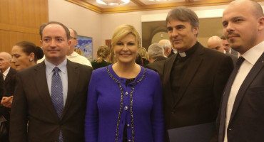Hrvatska predsjednica odlikovala don Dragana Filipovića