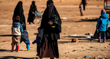 MAMA IZ PAKLA Muž otišao na put, a ona u ISIL