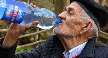 87-godišljak dnevno pije 10 litara vode, nekada je pio 30 litara
