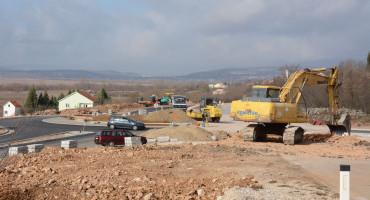 Radovi na cesti Mostar - Široki Brijeg, promet na kružnom toku u Međinama pušten u oba smjera