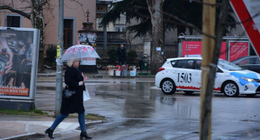 Danas oblačno s kišom, vozačima se savjetuje oprez u prometu