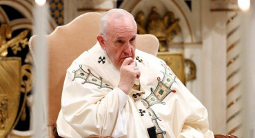 Papa Franjo odbio zarediti oženjene muškarce