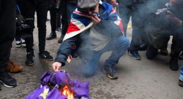 Britanci proslavili izlazak iz Europske unije, palili EU zastave
