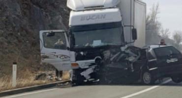 Dvije osobe poginule u prometnoj nesreći na Žovnici