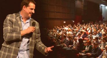 Popularni satiričar i TV voditelj Zoran Kesić dolazi u nekoliko gradova BiH