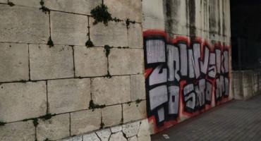 Utakmicu sa Slobodom Ultrasi najavili novim grafitom