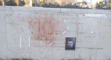 VANDALIZAM U MOSTARU Uništen vijenac posvećen Davidu Dragičeviću i Dženanu Memiću