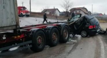 Neprilagođena brzina teretnog motornog vozila je uzrok nesreće u Cazinu