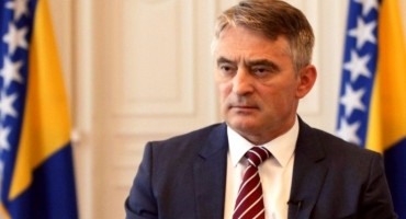 KLUB HRVATA DOMA NARODA Osoba Željko Komšić ruši temelje međunarodnih sporazuma