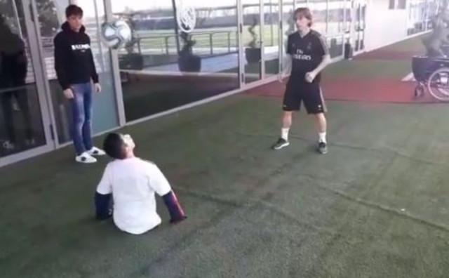 Luka Modrić zaigrao nogomet s dječakom bez nogu