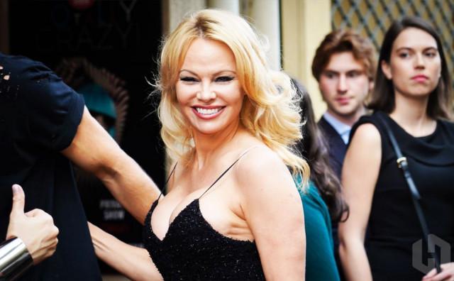 PUKLA LJUBAV Pamela Anderson se razvodi nakon 12 dana braka