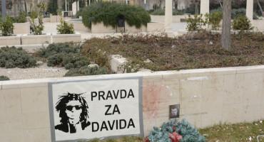 David Dragičević uz Dženana Memića na Španjolskom trgu u Mostaru