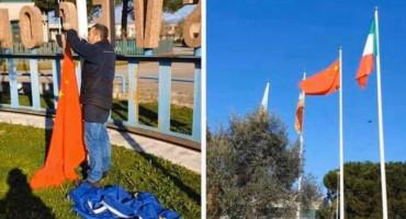 Talijani skinuli zastavu Europske unije te postavili kinesku zastavu