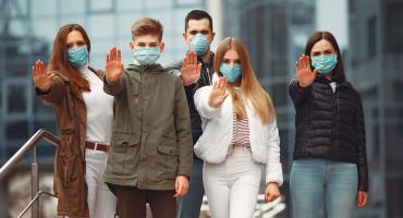 KAFIĆI I NOĆNI KLUBOVI RADE, ALI ŠKOLE SPORNE Krizni stožer Federalnog ministarstva zdravstva proporuča online nastavu, a naređuje maske i na otvorenom