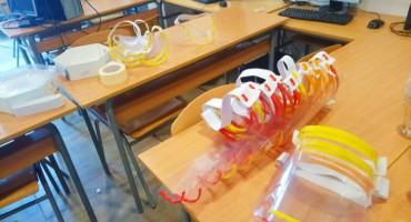 Srednjoškolci izradili zaštitne vizire za Županijsku bolnicu u Livnu