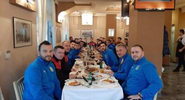 POTEZ ZA POHVALU Livnjaci slavili u Mostaru, domaćini ih počastili ručkom