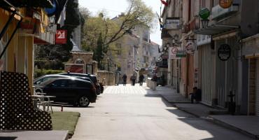 NEMA POLICIJSKOG, ALI IMA DEZINFEKCIJE ULICA Građane mole da ne borave na ulicama niti izvode pse