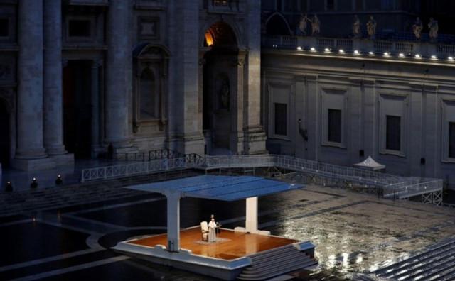 Papa Franjo molio ispred križa koji je spasio Rim od kuge
