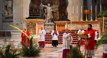 Papa služio misu na Cvjetnicu u praznoj bazilici sv. Petra