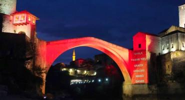 STARI MOST Mostarci zahvalili zdravstvenim djelatnicima