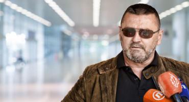Kvesić kaže da je u SKB sve čisto, kupili 'pešest' respiratora, i samo bi idiot u epidemiji krao