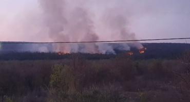 Vatrogasci u Čitluku stavili pod kontrolu požar izazvan nebrigom građana