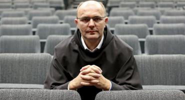 FRA MARIO KNEZOVIĆ Tko je kriv - fratar ili novinarka?