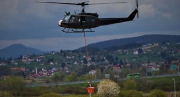 Vatrogasci već tri dana pokušavaju ugasiti požar, u pomoć stigao i helikopter OS BiH