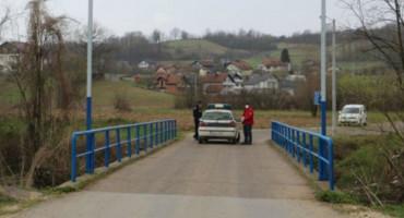 REPUBLIKANCI PISALI MANDIĆU I PEHARU Odblokirajte mještane Srednje Špionice