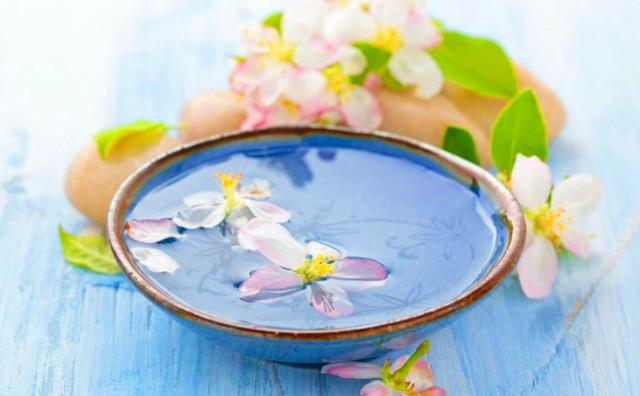 DANAS JE CVJETNICA Dan koji počinje umivanjem u cvijeću