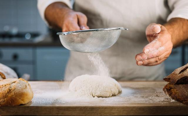 DIREKTOR KLASA Dnevno proizvodimo 300 paleta brašna, ili 12 000 vreća