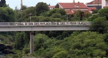 U Mostaru osvanuo transparent koji šalje jasnu poruku vezano za nastavak prvenstva