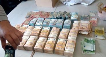 U automobilu krijumčario više od 550 tisuća eura