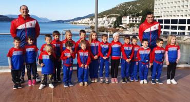 NEUMSKI VATERPOLO Natječu se u hrvatskoj ligi, treniraju u hotelskom bazenu i moru