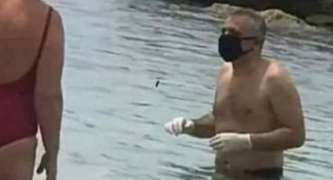 ZA SVAKI SLUČAJ Pogledajte kakav je ušao u more na prvom ovosezonskom kupanju