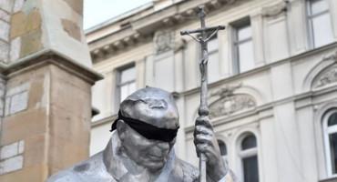 SARAJEVO Papi Ivanu Pavlu II stavili povez preko očiju