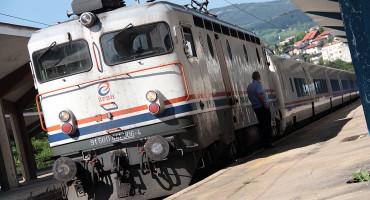 Dva vagona teretnog vlaka kod Mostara iskočila iz šina, ekipe na terenu