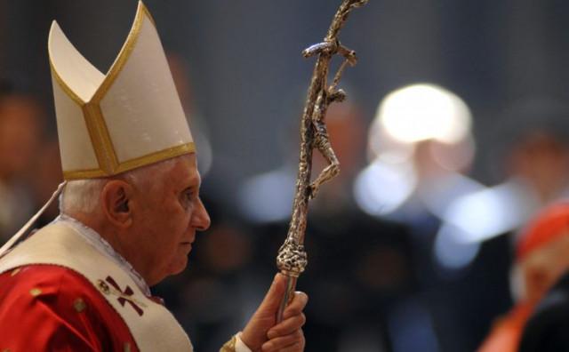 Benedikt XVI bratov pogreb pratio na internetu