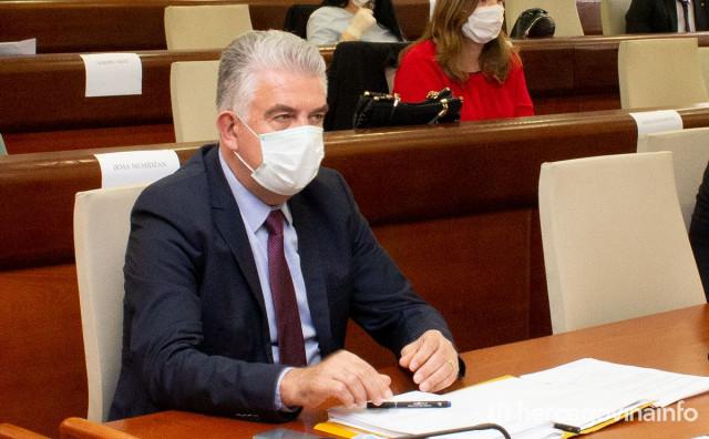 Na inicijativu HDZ BiH mladi u SBŽ-u oslobođeni poreza, u HNŽ-u plati pa se žali