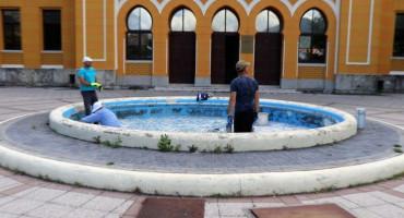 VIDIO BEŠLIĆ DA VIDIĆEVA RADI Grad Mostar obnavlja fontane koje je zapustio posljednjih godina