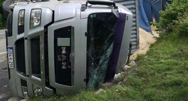 LIVNO Prevrnuo se kamion, vozač zadobio teže ozljede