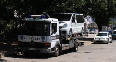 DRAMA U MOSTARU U iznajmljenom kombiju otkriveno 19 migranata, vozač pobjegao