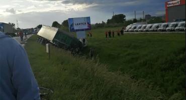 LUKAVAC Troje mrtvih u teškoj prometnoj nesreći