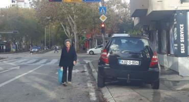 MA TU GA OSTAVI Ovo su neka od najluđih parkiranja u Mostaru