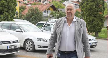 """MEKTIĆ I OSTALI """"Pomoćnik državnog ministra tražio novac i seks, a zauzvrat nudio stalni posao?"""""""
