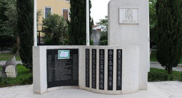 Osmrtnica na spomen ploči na Španjolskom trgu