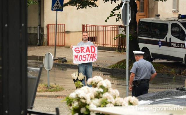 NE IDU IM DOPISI Gradska uprava Mostar od danas na četverotjednom odmoru, u njih i dalje 2019.