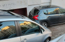MOSTAR Golf sletio niz stepenice i udario u Peugeot