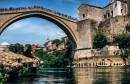 IZ DRUGE PERSPEKTIVE Jeste li ikada poželjeli proći ispod Starog mosta?