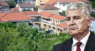 Ako pokucate Čoviću, mora vam otvoriti jer mu je u dvorištu gradsko Šetalište